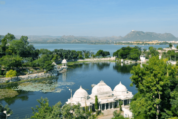 Lake Pichola Udaipur Best luxury tours to Rajasthan